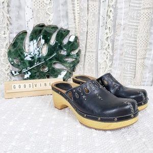 Indigo by Clarks Black Leather Cutout Clogs Size 9